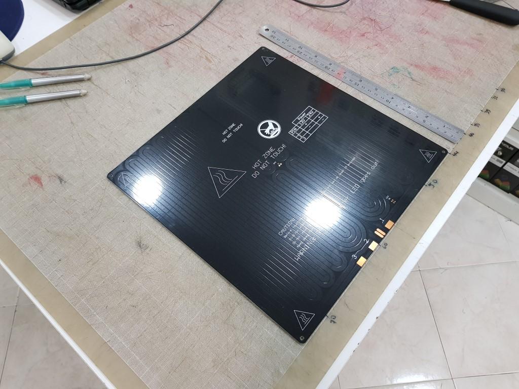 Mesa aquecida MK2a (12v e 24v) Quadrada em Aluminio - Preta 300x300